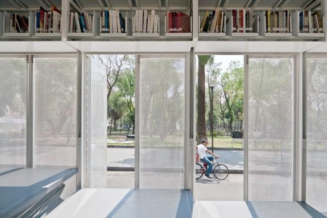 50f83d20b3fc4b316d000139_a47-mobile-art-library-productora_20120419_bibmovila47_0399-1000x666